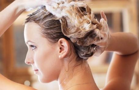Tips Memilih Shampo Yang Tepat UntuK Rambut Tetap Sehat