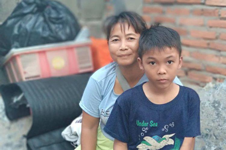 Purwati, Pedagang Kopi Keliling yang Anaknya Berangkat ke Kanada