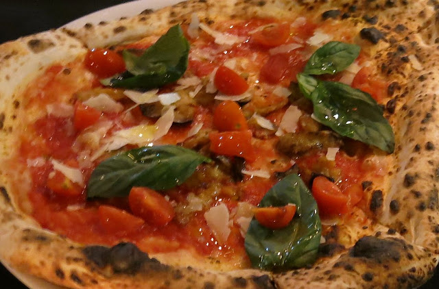 Eat'aliano by Pino, Windsor, margherita pizza