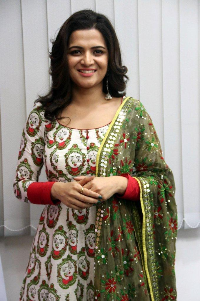 Tamil TV Anchor Hot Photos In Green Dress Dhivyadharshini