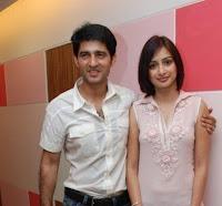 Gauri Pradhan Tejwani dengan suaminya
