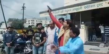 भोपाल में बीजेपी नेताओं की फायरिंग का वीडियो सोशल मीडिया पर वायरल हो रहा है.