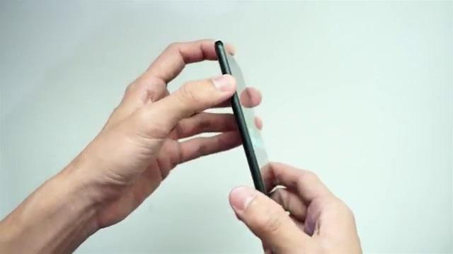 Samsung C9 Pro sisi kiri dengan tombol volume