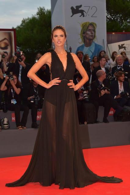 Alessandra Ambrósio, vestido preto esvoaçante, festival de veneza 2015