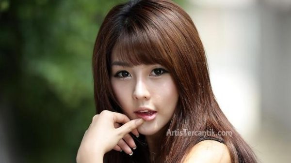 Model Korea Selatan Tercantik Lee Ji-woo