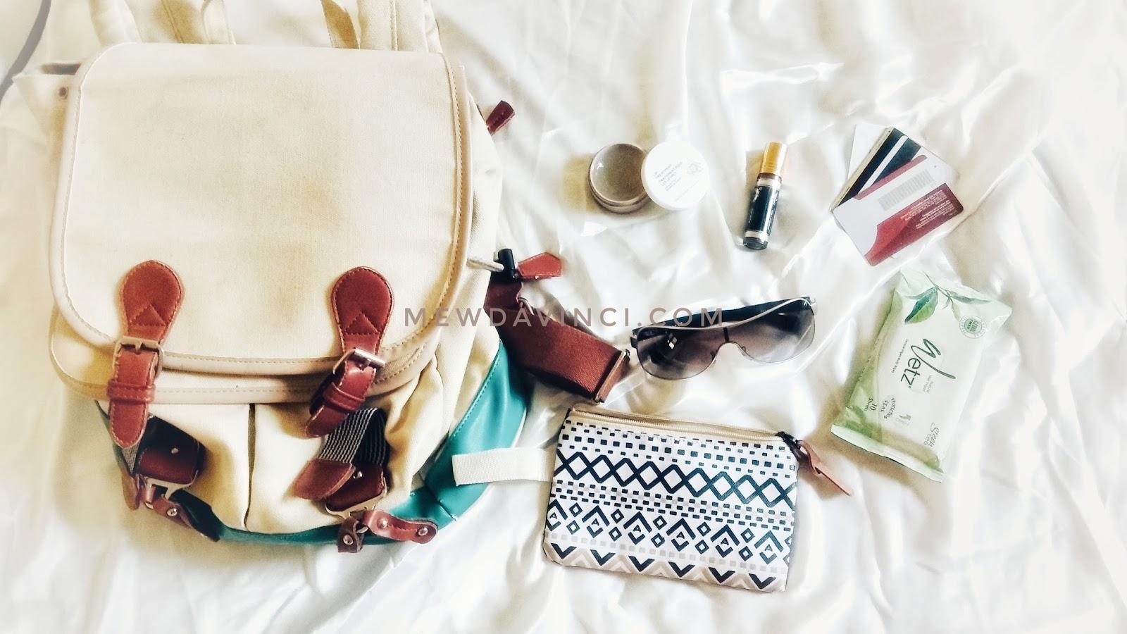 Barang-barang bawaan untuk travel umroh