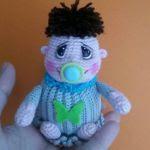 https://www.crazypatterns.net/en/items/7357/gratis-amigurumi-haekelanleitung-mini-baby-in-2-teile-kostenlos