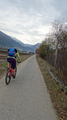 Anfahrt auf dem Radweg von Sterzing in Richtung Franzenfeste