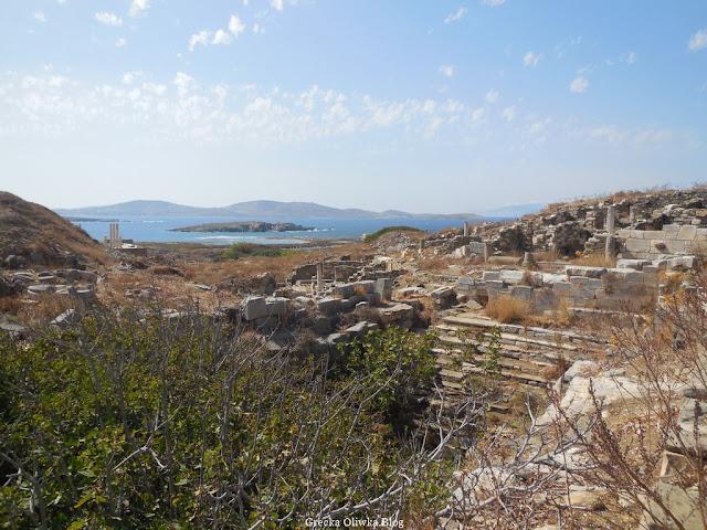 Panorama Dzielnicy Inopos na tle greckiego morza i nieba Delos Grecja