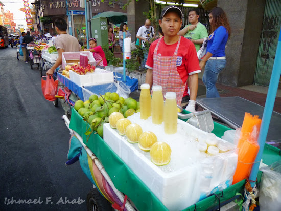 Street vendor along Yaowarat Road