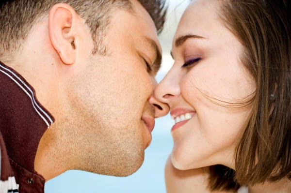 romantic couple kissing images