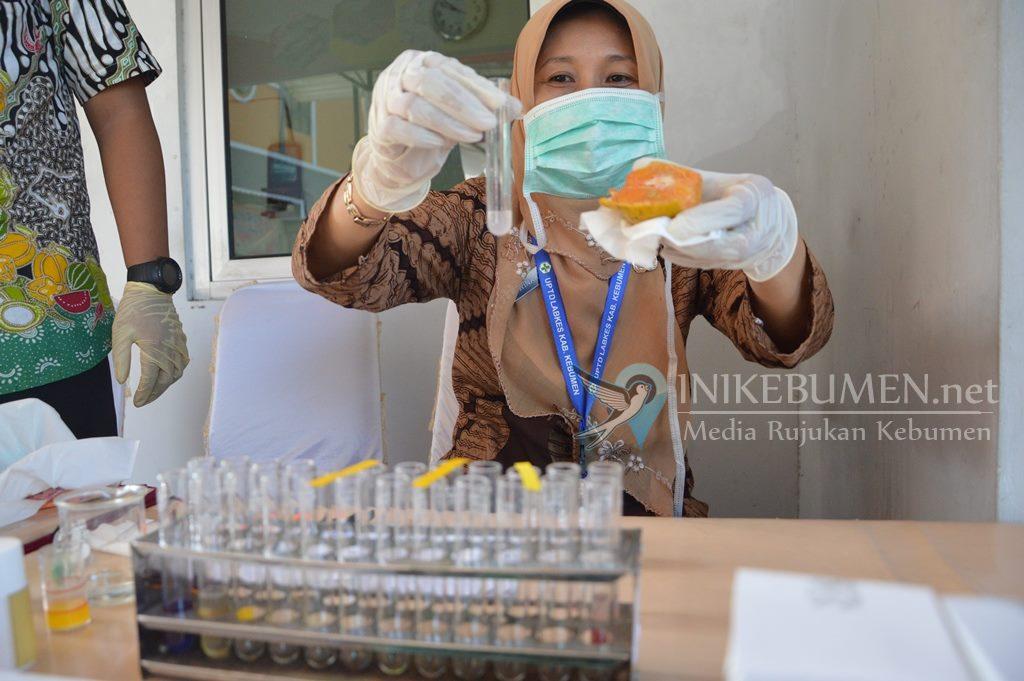 Resmikan Lab Mini, Tim JKPT Kebumen Temukan Jeruk Mengandung Pewarna Buatan