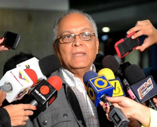 El representante electoral de la Mesa de Unidad Democrática, Vicente Bello, informó que 81 ciudadanos podrán consignar sus huellas por hora durante la etapa de recolección del 20% de las firmas para activar el referéndum revocatorio contra Nicolás Maduro.