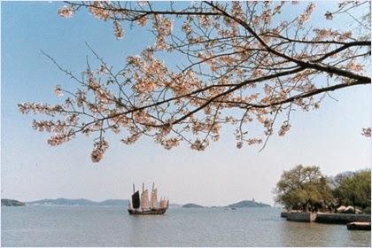ทะเลสาบไท่หู (Lake Tai)