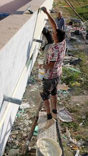 Asen drasking the balcony wall