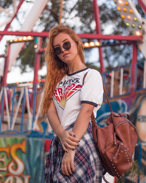 Look do dia bem dia a dia com t-shirt, calça jeans, camisa xadrez e oxford, e o melhor: fotografado no parque de diversões, porque eu amo parque e as fotos ficam muito tumblr, né não?! haha Outfit of today is with my stranger thing t-shirt, denim pants and oxford shoes, and the best part at the amusement park, just loved it!