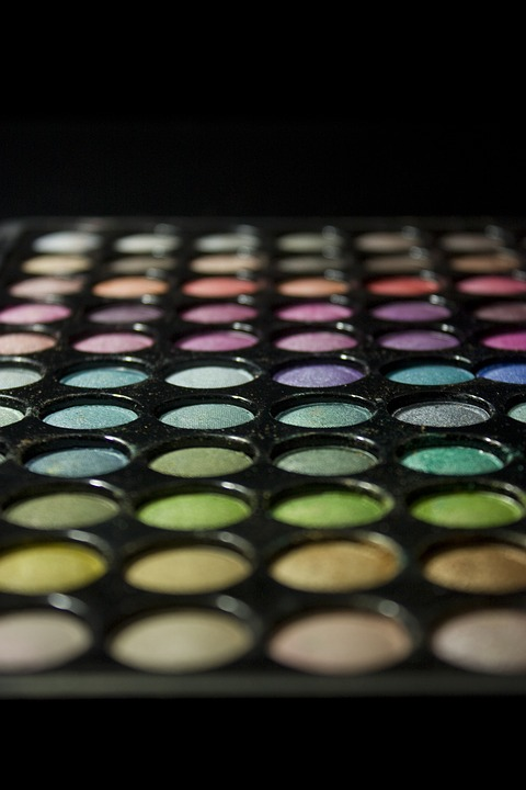 A Better Way to Clean Eyeshadow Fallout Eyeshadows