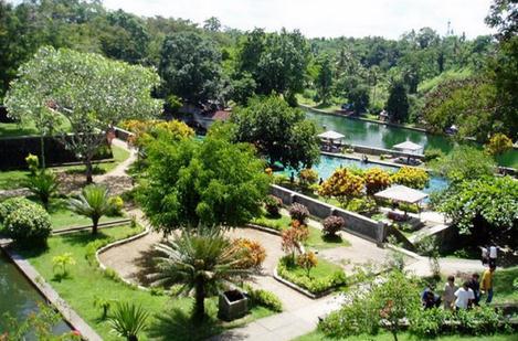 Tempat wisata taman narmada Lombok