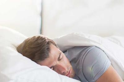 النوم على وسادة مرتفة علاج جيد لحموضة المعدة