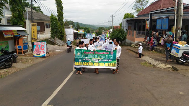 Foto Kirab Peringatan Hari Santri Nasional di Limpung Batang