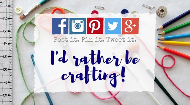 4 ways artists, crafters, bloggers and Etsy sellers can save time promoting their handmade business on social media.