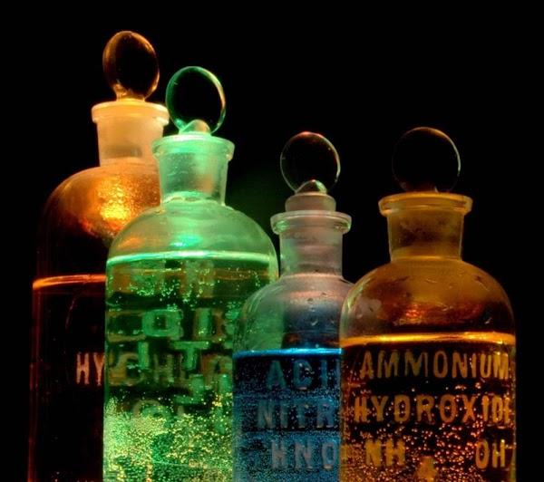 Senyawa Oksida Asam dan Oksida Basa