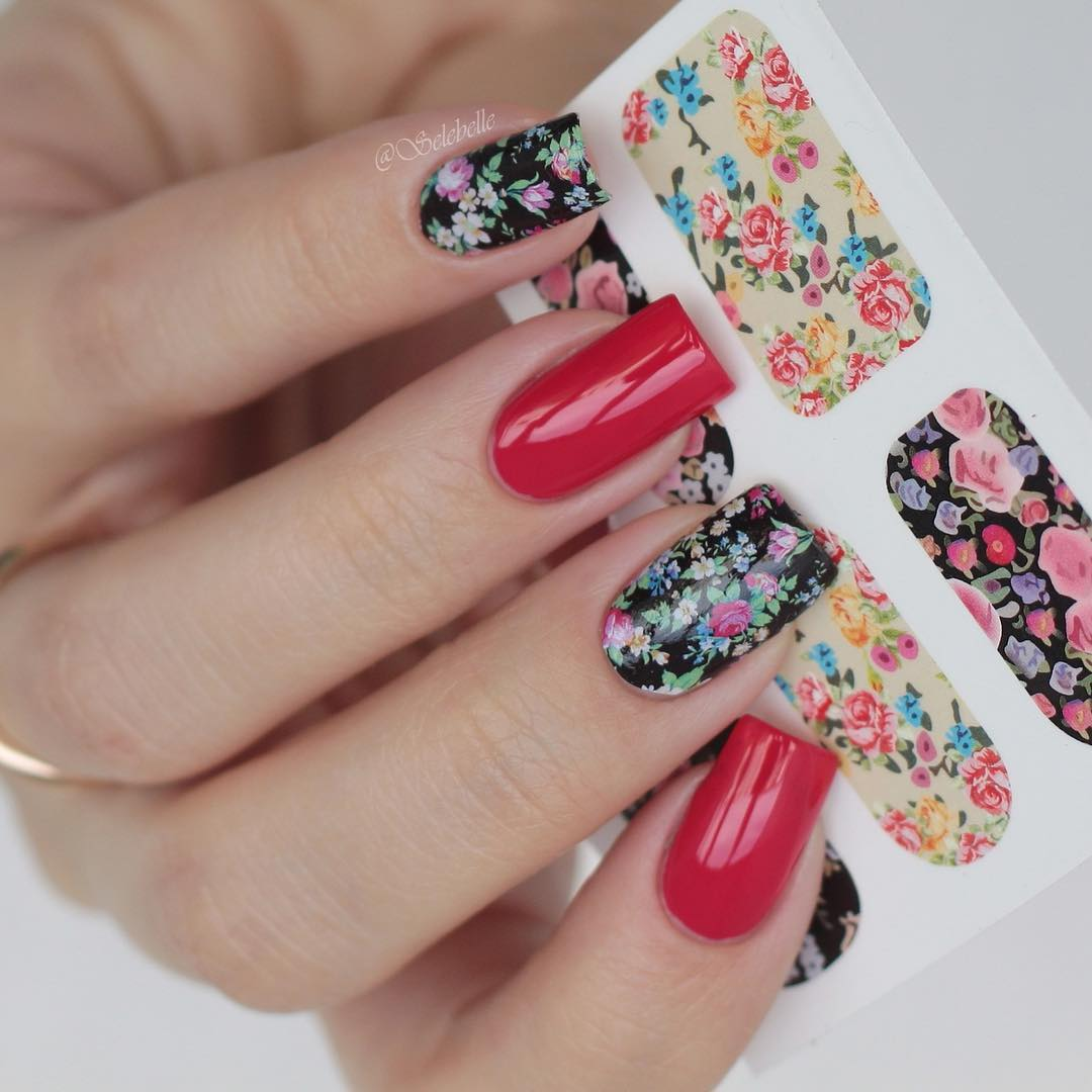 Simple Flower Stamping Nail Art It Is Very Good Like This Just Paint Your Two Nails That If You Think Too Much To All The