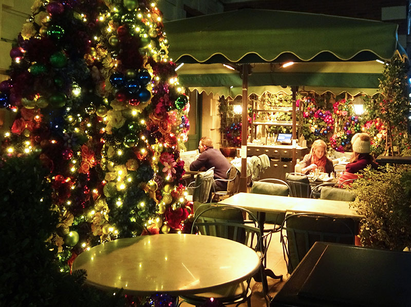London_Gorgeous_Christmas_Lights_Photographs_Covent_garden_The_Ivy