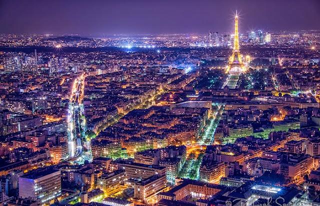 Paris iluminada à noite