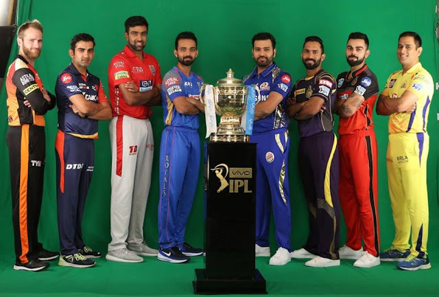 VIVO IPL-11 2018 Winning Trophy Images Photos with Teams Captains