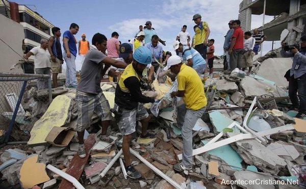 Se unen en oración por Ecuador tras terremoto que dejó más de 350 muertos