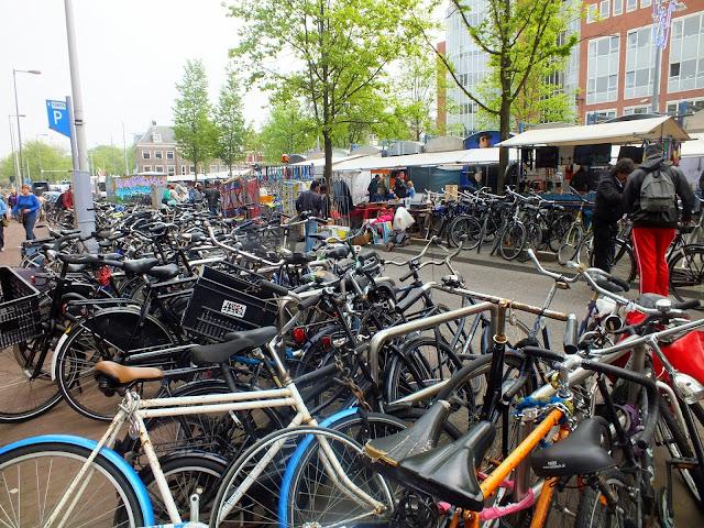Venta de bicis en el Albert Cuypmarkt