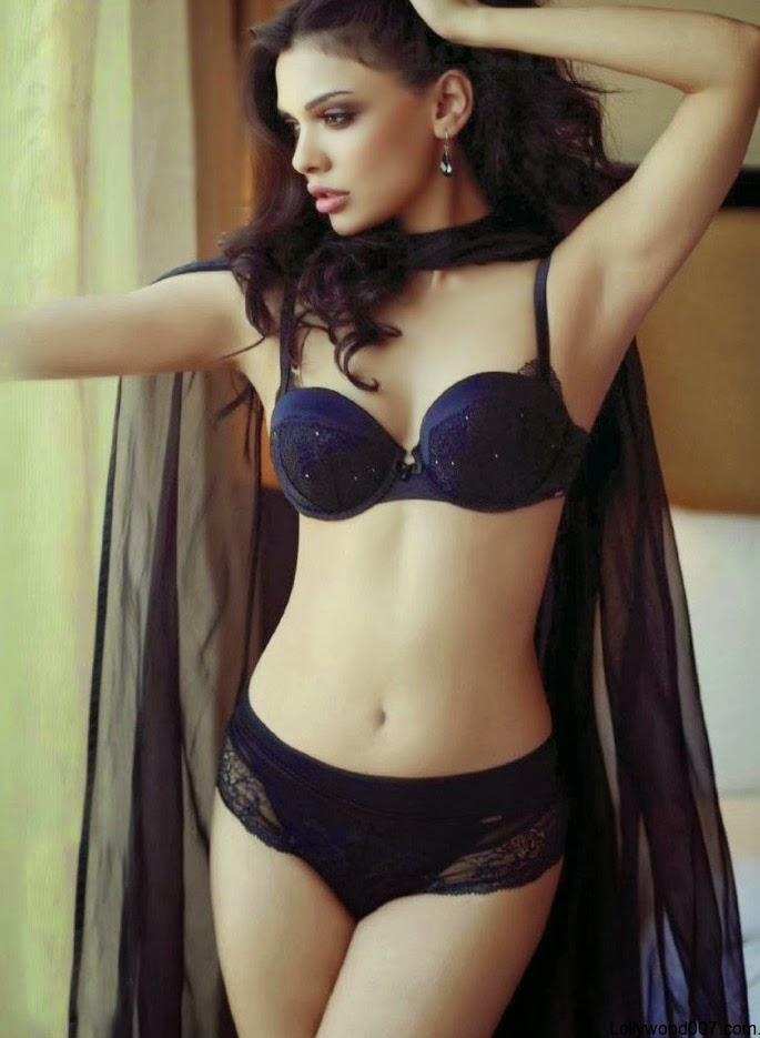 Sara Loren Bollywood Actress Nude Wallpaper 2015  Porn Public-4824