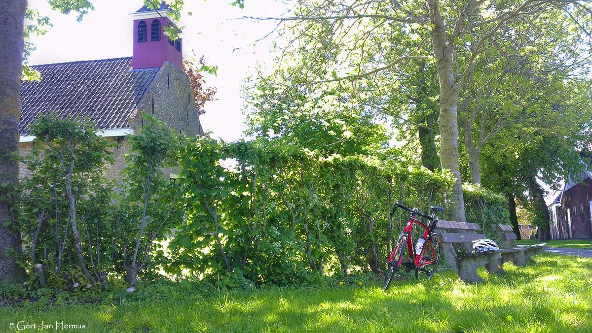 Fietsen wielrennen in Friesland. Onderweg foto's maken van de mooie plekjes.