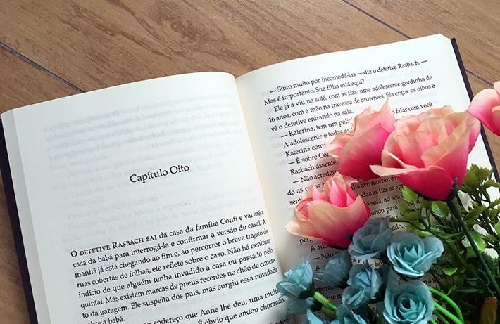 Resenha do livro O Casal que Mora ao Lado, thriller policial de Shari Lapena, editora Record