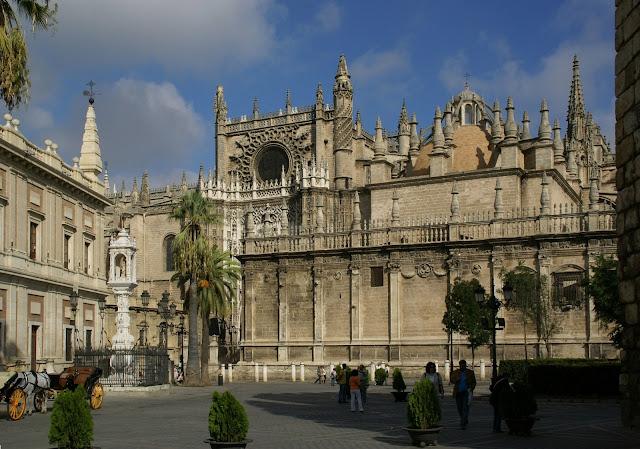 vista esterna della cattedrale gotica di Santa Maria della Sede, Siviglia