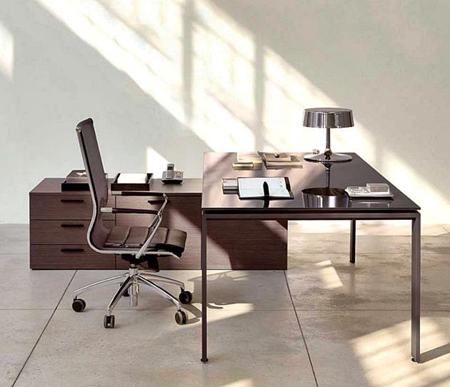 11 Desain Model Meja Kerja Minimalis Untuk Rumah dan Kantor Berukuran Kecil dengan atap kaca