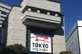 10年以上増配または配当の安定した銘柄に投資「SMT日本株配当貴族」をニッセイTOPIXと比較