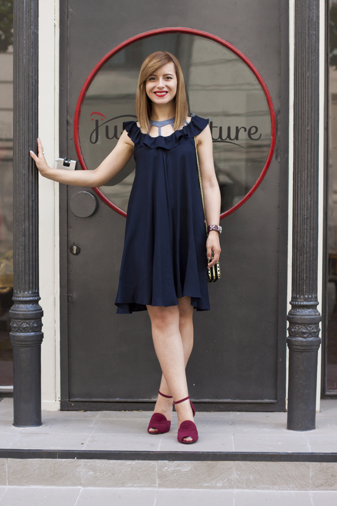 the chic navy dress