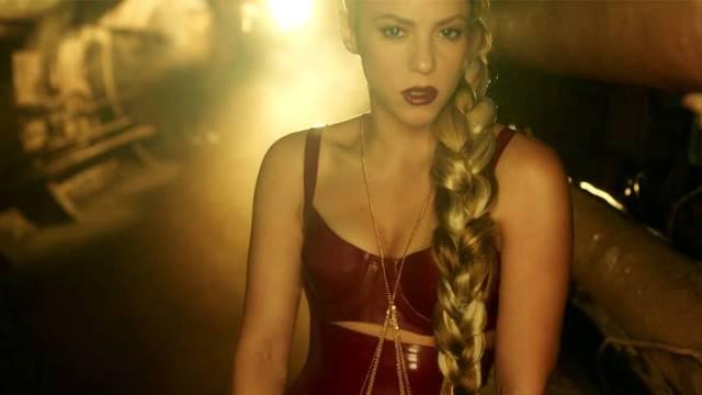 """Shakira: Un torbellino sensual en su nuevo vídeo """"Perro fiel"""""""