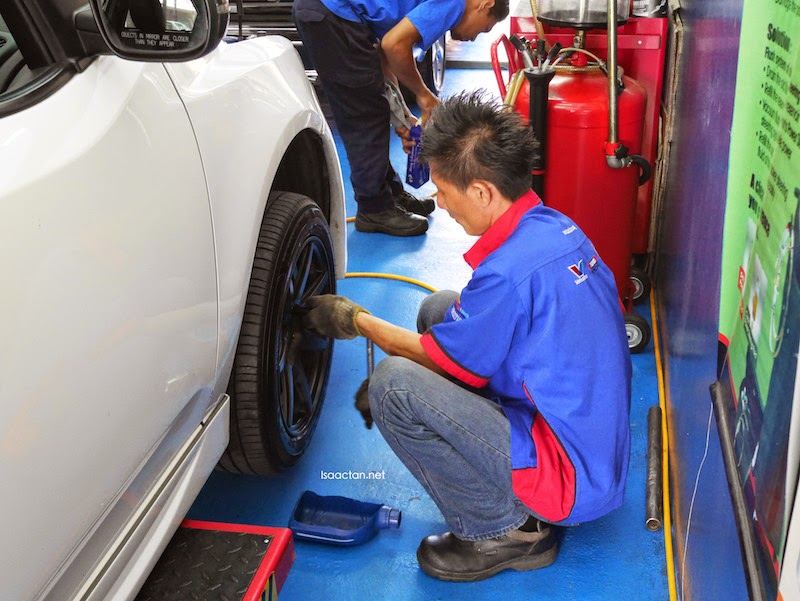 Removing the tyres to replace my brake pads