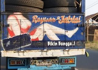 tulisan lucu di belakang truk