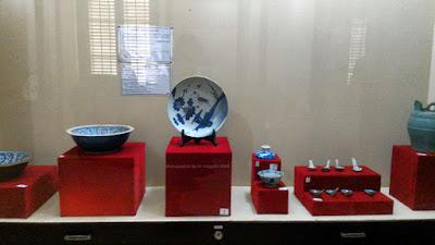 Koleksi keramik Tiongkok di Meuseum Keraton Sumenep.