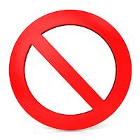 Estar prohibido de en lugar de tener prohibido no es anglicismo, sino expresión castiza