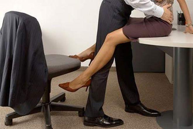 Thường xuyên quên phụ kiện tại hiện trường đã tố cáo chuyện ngoại tình với sếp nơi làm việc