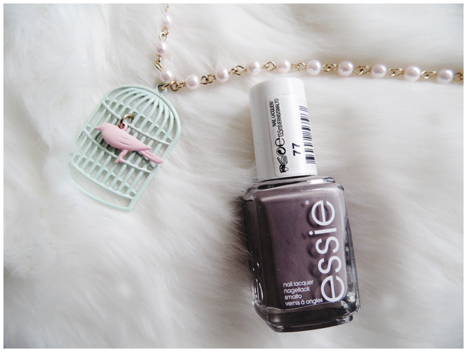 favorite five beauty products | February 2016 | essie chinchilly | more details on my blog http://junegold.blogspot.de | life & style diary from hamburg | #beauty #essie #nailpolish