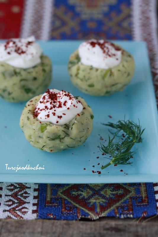 Salatka ziemniaczana z jogurtem. Yoğurtlu patates salatası