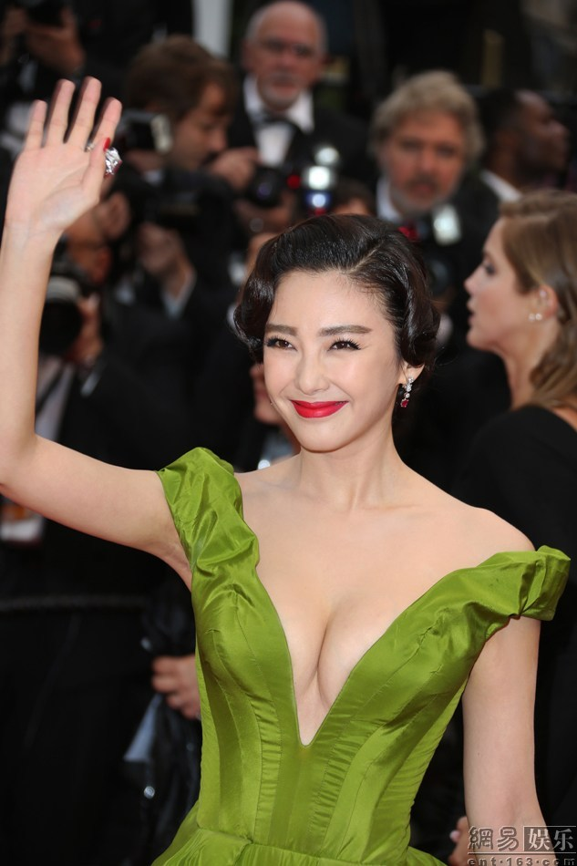 第66届戛纳电影节开幕式 (66th Annual Cannes Film Festival) - Zhang Yuqi (张雨绮 Zhāng yǔ qǐ)