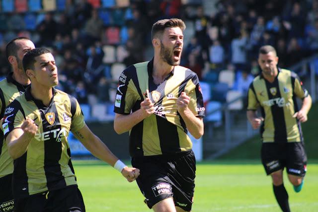 Fútbol | El Barakaldo recibe a la Real Sociedad B con la promoción de ascenso a cuatro puntos