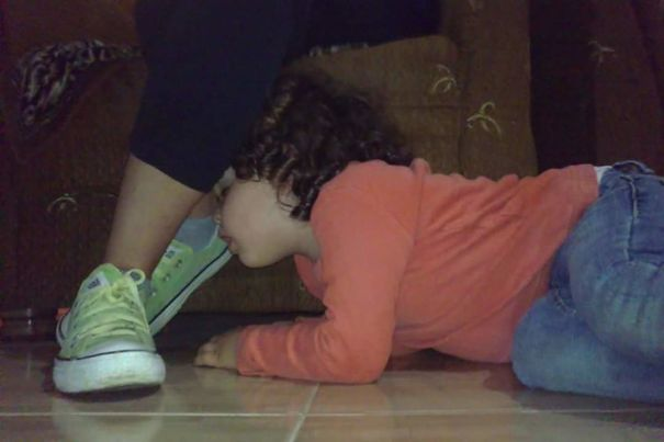 15+ Hilarious Pics That Prove Kids Can Sleep Anywhere - Napping On The Floor...